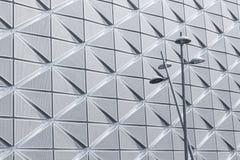 Latarnie uliczne na nowożytnym architektonicznym tle Obraz Royalty Free