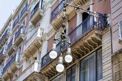 Latarnie uliczne w Barcelona, Hiszpania Zdjęcie Stock