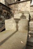 Latarniowy cień na starym stonewall obrazy stock