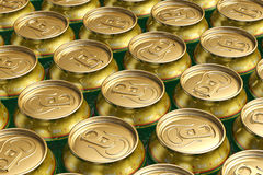 Latas da bebida do metal com cerveja Fotografia de Stock Royalty Free