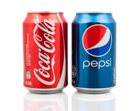 Latas da coca-cola e do Pepsi Foto de Stock Royalty Free