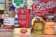 Latas de aceites de motor Fotos de archivo libres de regalías