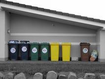 Latas de basura Fotos de archivo libres de regalías