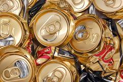 Latas de cerveza machacadas Fotos de archivo libres de regalías