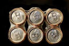 Latas de cerveza no alcohólicas del paquete Fotos de archivo libres de regalías
