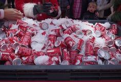 Latas de Coca-Cola en Blackpool Imagen de archivo libre de regalías
