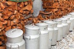 Latas de la lechería de la leche Foto de archivo libre de regalías