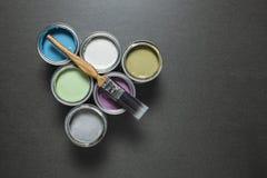 Latas de pintura coloreada pastel imagen de archivo libre de regalías