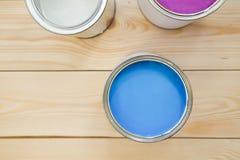 Latas de pintura de hogar Foto de archivo