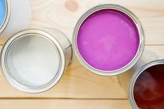 Latas de pintura de hogar Fotos de archivo libres de regalías