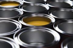 Latas del metal de la lata, fondo de pintura Imagen de archivo