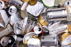 Latas e latas do metal preparadas reciclando Fotografia de Stock Royalty Free