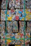 Latas machacadas para reciclar fotos de archivo libres de regalías
