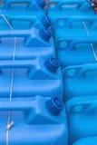 Latas plásticas azules del gas Imagenes de archivo