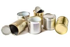 Latas usadas do metal em um fundo branco Gestão de resíduos Imagem de Stock