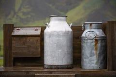 Latas velhas do leite Imagem de Stock Royalty Free