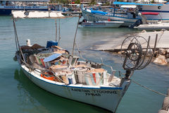 LATCHI, CYPRUS/GREECE - JULY 23 : Fishing boat in the harbour at Royalty Free Stock Photography
