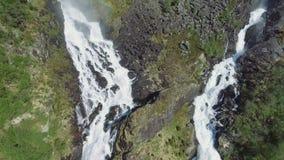 Latefossen - snelle waterval in Noorwegen Luchtmening, de zomertijd Latefoss is een krachtige, tweeling beroemde waterval, stock video