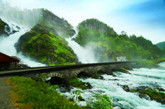 latefossen vattenfallet Arkivfoto