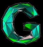 Lateinischer ernstlichbuchstabe G in der grünen Farbe der niedrigen Polyart lokalisiert auf schwarzem Hintergrund Stockfotos