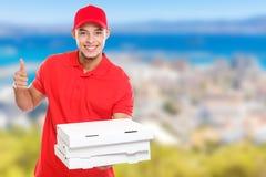 Lateinischer Mannauftrag der Pizzalieferung, der das erfolgreiche Lächeln des Joberfolgs von copyspace, zu liefern Raum, zu kopie stockfotografie