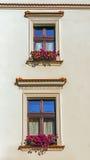 Lateinischer Satz auf der Fassade des Restaurants Stockfotos