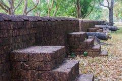 Lateritevägg av khainoenwong och kanonen Arkivbilder