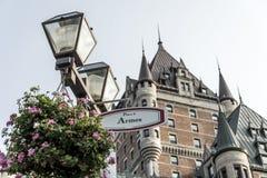Latern цветет фронт места d Armes Канады Квебека (город) знака всемирного наследия ЮНЕСКО привлекательности Frontenac замка извес Стоковые Изображения RF