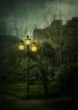 Laterne in der Nachtstadt Lizenzfreies Stockfoto