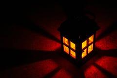 Laterne, die rot glüht lizenzfreies stockfoto