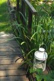 Laterne im Garten Stockbild