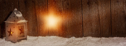 Laterne mit hellem Strahl in einer Sternform Stockfotos