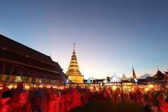 Laterne mit thailändischer Pagode lizenzfreies stockfoto