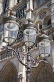 Laterne vor Notre-Dame-Kathedrale Lizenzfreie Stockfotos
