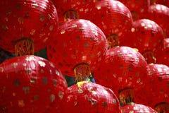 Laternen-Artgebrauch der Tradition roter chinesischer wie über Porzellan backgrou Stockbilder