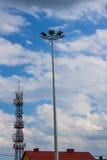Laternen gegen den Himmel Neue Technologien Hintergrund Lizenzfreies Stockbild