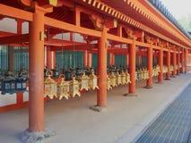 Laternen Kasuga Taisha Stockfotos