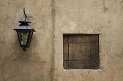 Laternen- und Holzfenster Lizenzfreie Stockbilder