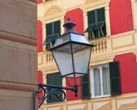 Laternenpfähle und Architekturdetails von Camogli, Ligurien, Italien lizenzfreie stockfotografie