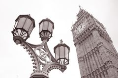 Laternenpfahl und Big Ben in Westminster, London Stockbilder