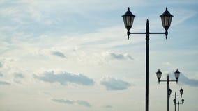 Laternenpfahl und Himmel stockbild