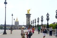 Laternenpfahl von Brücke Alexandre III in Paris Lizenzfreies Stockbild