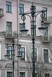 Laterns sulla vecchia facciata Fotografia Stock Libera da Diritti