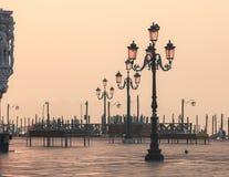 Laterns vénitiens sur le piazetta San Marco image stock