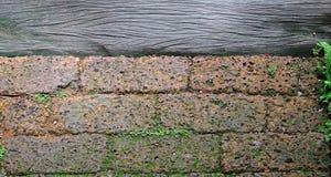 Laterytu i drewna tło zdjęcie royalty free