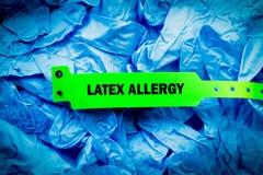 Latex-Allergie-Krankenhaus-Band Stockfotos