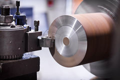 Lathe cutting metal Royalty Free Stock Photography
