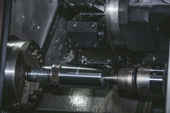 Lathe o equipamento nas estruturas do metal da fabricação da fábrica Imagem de Stock Royalty Free