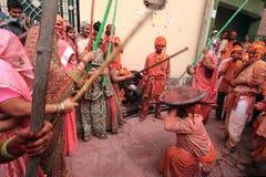 Lathmar Holi beröm på Nandgaon Royaltyfri Fotografi