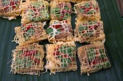 Latieng или зажаренные креветки & гайка обернутые в сети яичка, еда концепции, партия Стоковое Изображение